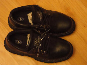 MENS LEATHER DRESS SHOES BLACK SIZE 9 - BRAND NEW London Ontario image 2
