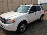 FORD ESCAPE AWD LOW LOW KMs NO ACCIDENTS