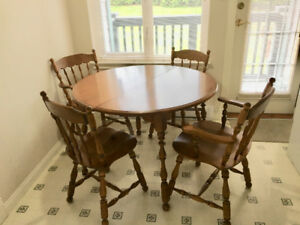 Colonial Maple Dining Suite