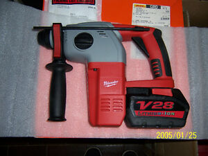 NEW MILWAUKEE 18/28volt 3 MODE SDS HAMMER DRILL KIT