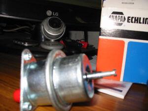 Regulateur a gaz AJUSTABALLE pour 302 V8( neuf)