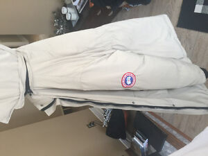 CANADA GOOSE - Beige - Small but fit medium - Like new Gatineau Ottawa / Gatineau Area image 3