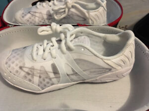 NWT.  .. Girls Nfinity shoes