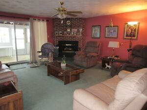 Duplex with great income potential Cornwall Ontario image 2