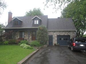 Chaleureuse Maison canadienne a la Campagne - 315 000