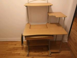 Computer Desk / Bureau d'ordinateur