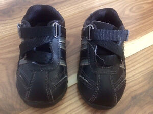 Boys toddler size 4 shoes & sandals