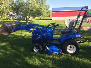 2010 T1030 NEW HOLLAND COMPACT TRACTOR WITH LOADER &MOWER