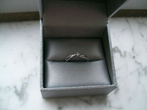 Diamond promise ring - from peoples