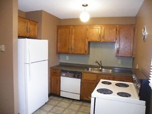 2 Bedroom Apt in Secure 4-Plex Available May1st