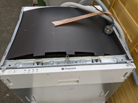 Dishwasher - FREE. For SPARES OR REPAIRS ONLY