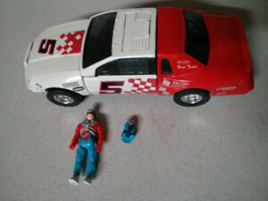 M.A.S.K. vehicle and action figure Razorback with Brad Turner