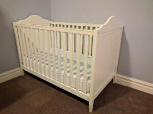 Pottery Barn crib + organic mattress with waterproof pad