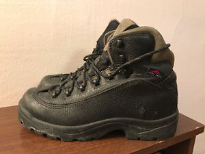 Women's Columbia Hiking Boots Size 8.5