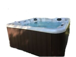 Four person Hot Tub with one Lounger and 41 jets