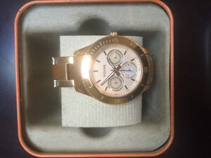 GOLD FOSSIL WOMENS WATCH