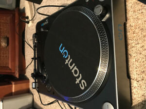 STANTON T52 BELT DRIVEN TURNTABLE BRAND NEW (NOT EVEN USED ONCE)