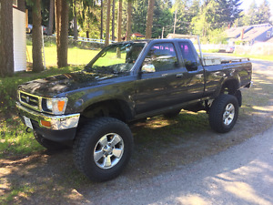 Lifted 1992 Toyota Pickup 4x4 22-RE