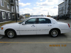 2001 Lincoln Town Car Signature Sedan
