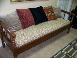 ANTIQUE DAYBED SETTEE