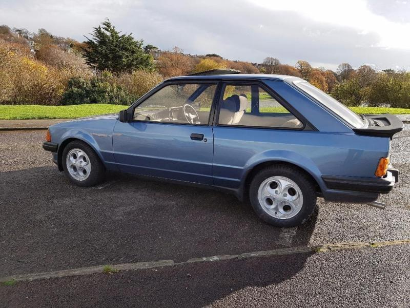 ford escort xr3i blue manual petrol 1984 in. Black Bedroom Furniture Sets. Home Design Ideas