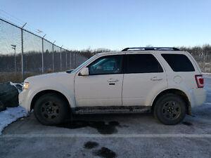 2010 Ford Escape SUV, Limited !!!