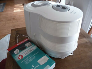 HONEYWELL HUMIDIFIER COOL MOISTURE