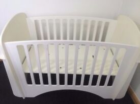 Wooden Lindam Solo Cot With Shelves In White