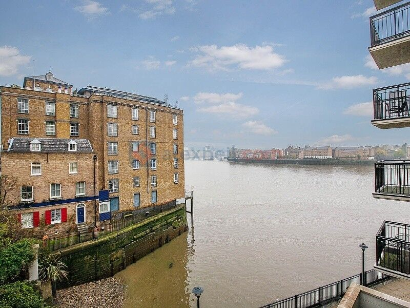 2 bedroom flat in Narrow Street, Limehouse E14