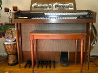 FREE !!  Small older model Hammond Organ.