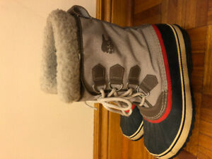Women's SOREL Winter Carnival Boots with warm insulated lining 8