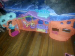 LITTLEST PET SHOP HOUSE WITH PETS AND ACCESSORIES