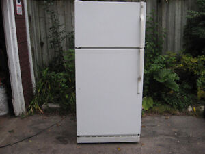 Refrigerator Fridge , made by General electric works Great , Cambridge Kitchener Area image 1