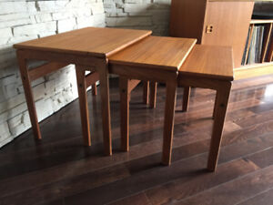 Tables Gigognes en Teck ** Vintage ** Teak Nesting Tables