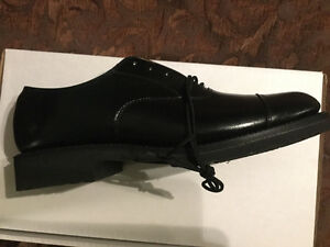 Brand new men's dress oxford shoes. (Leather)