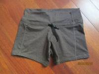 Lululemon Knock-out short taupe size 6 EUC