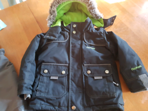 Boys 3t snow suit NOT FADDED ACTUALLY BLACK