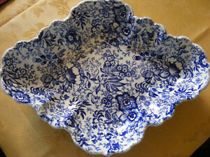 OLD FOLEY BLUE CHINTZ  18th Century for sale in Fort Erie