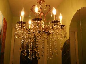 Superbe lustre vintage Louis XVI en bronze et cristal huit feux