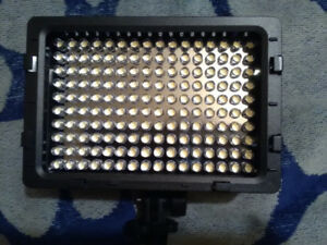NEEWER N160 LED dimmable Video Light kit