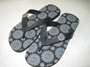 "AUTHENTIC PAIR OF SIZE 5 ""UGG"" BLACK FLIP-FLOPS SHOES~NEW!"