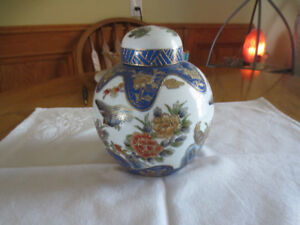 Hand painted chinese urn Vase