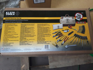 BRAND NEW 28 Piece Klein Electrician tool set