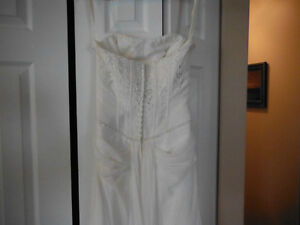 BEAUTIFUL WEDDING DRESS FOR SALE Campbell River Comox Valley Area image 6