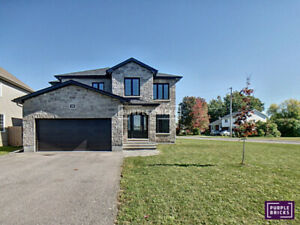 3 bedroom, corner lot, TONS of upgrades in Russel, ON