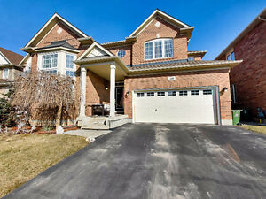 Amazing 3 bedroom plus loft home in Stoney Creek