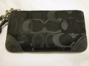 COACH Wristlet Purse Bag Wallet - Michael Kors MK Gucci Chanel