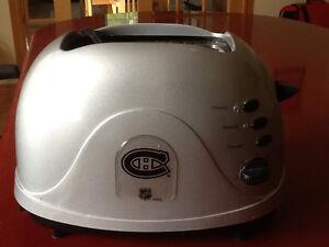 Toaster avec LOGO CANADIENS $15