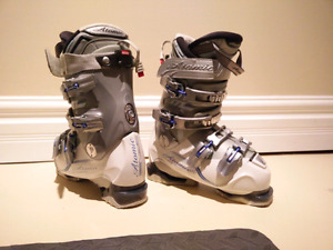 Atomic size 277mm women's ski boots