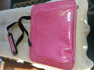Computer case.. pink in colour..great shape